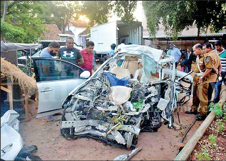 6 killed, 3 injured in accident in Wennappuwa | Daily FT