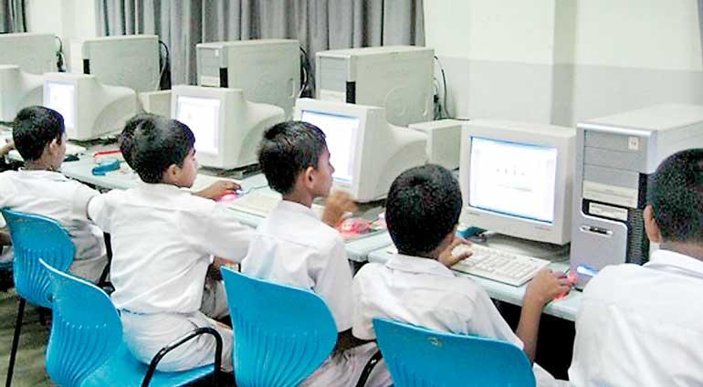 Children-using-computers