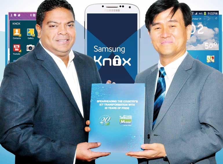 Mobitel Senior General Manager Marketing Nalin Perera Left Exchanging Partnership Agreement With Samsung Managing Director Youngmin Shin