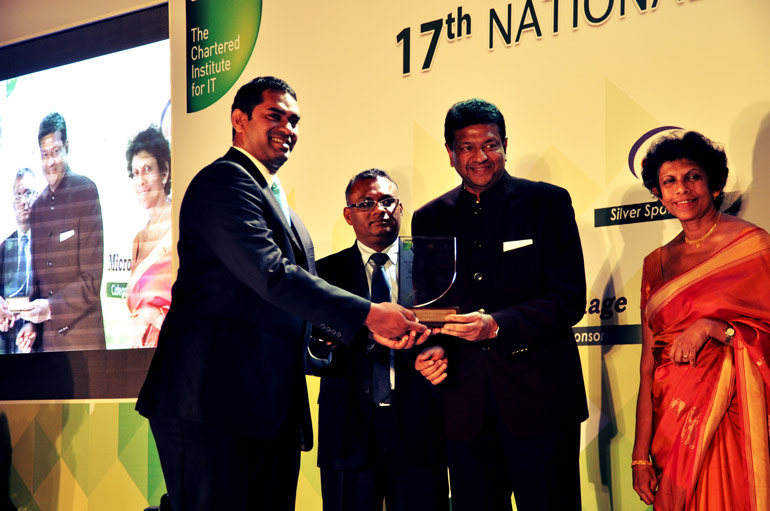 Outside-lead-1-Kanishka-Weeramunda-receiving-the--Most-Valuable-ICT--Entrepreneur-Award-2015-at-NBQSA
