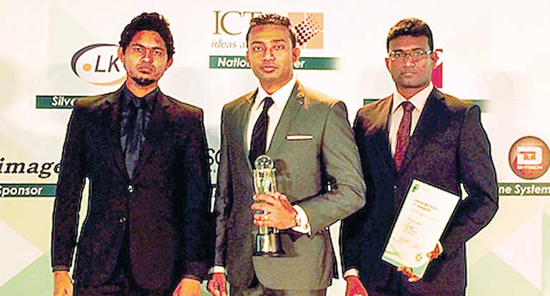 hSenid-Outsourcing-Head-Sachi-Wickramage-with-his-winning-team-01-copy