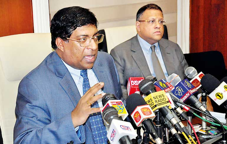 Finance-Minister-Ravi-Karunanayake-address-the-press-conference-and-Central-Bank-SL-Governor-Arjuna-Mahendran-(2)