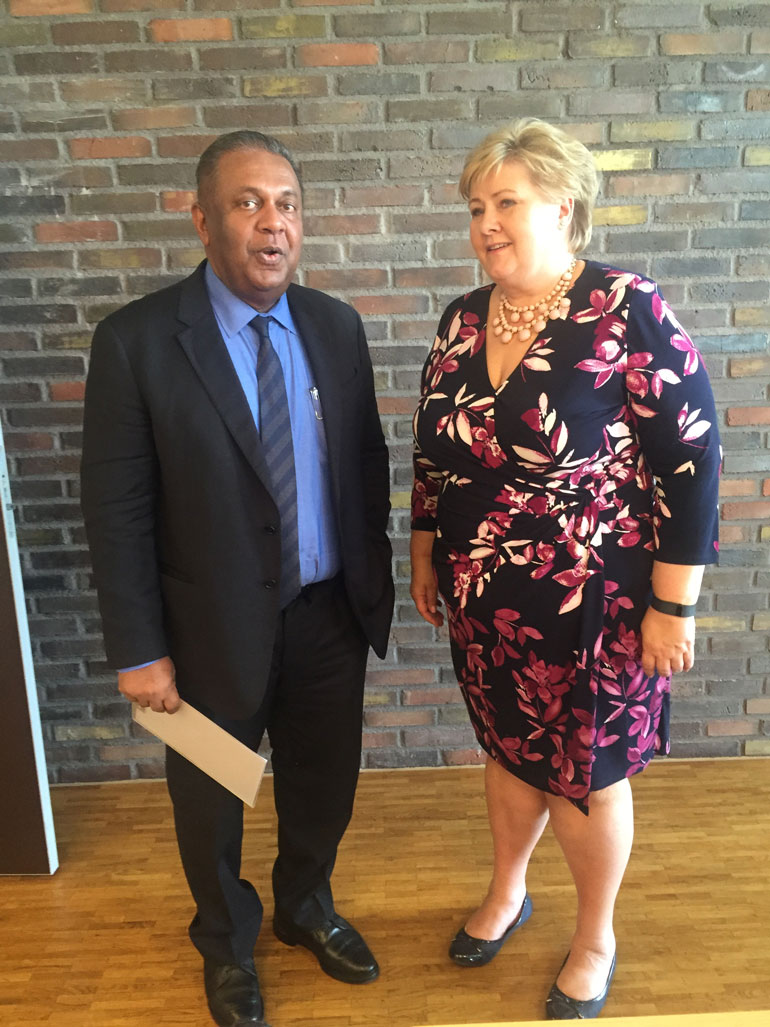 Minister-Samaraweera-with-Norway-Prime-Minister-