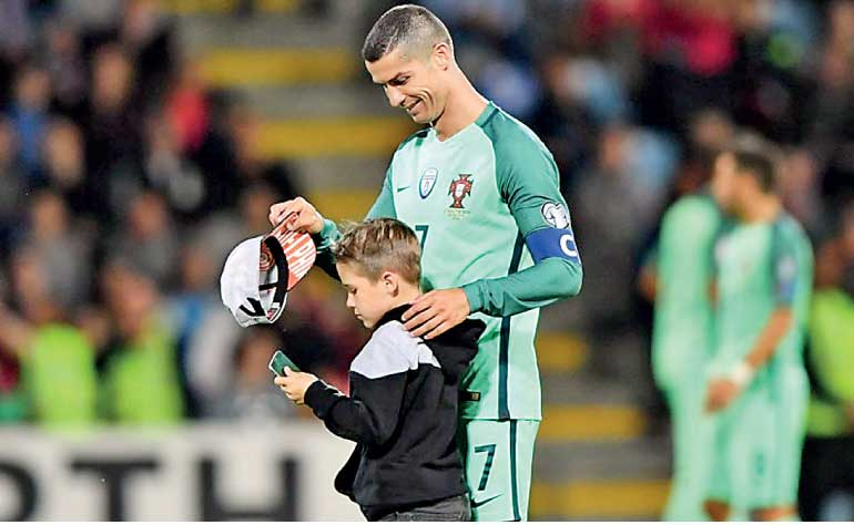 Cristiano Ronaldo Father To Twins With Surrogate Mum Ft Online